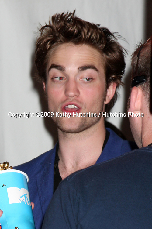 Robert Pattinson in the press room of the 2009 MTV Movie Awards in Universal City, CA  on May 31, 2009 .©2009 Kathy Hutchins / Hutchins Photo..