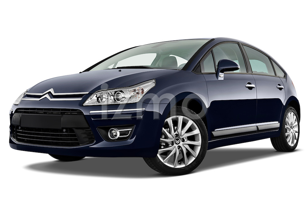 Low aggressive front three quarter view of a 2009 Citroen C4 Executive 5 Door Hatchback.