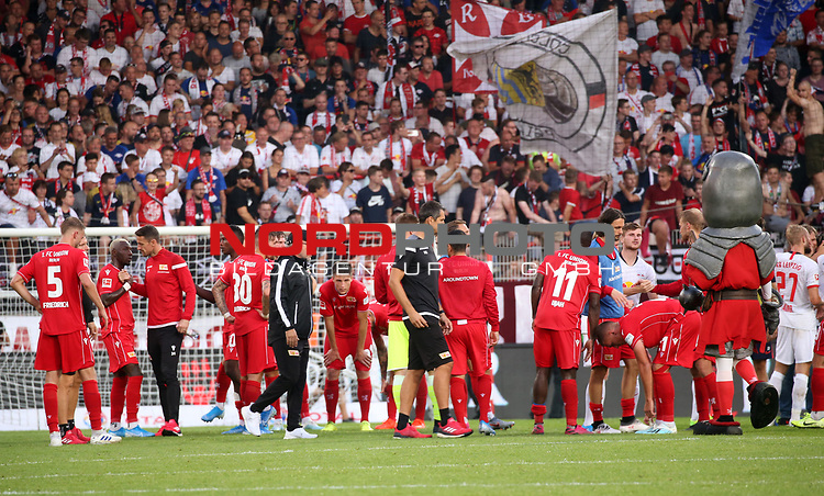 18.08.2019, Stadion an der Wuhlheide, Berlin, GER, 1.FBL, 1.FC UNION BERLIN  VS. RB Leibzig, <br /> DFL  regulations prohibit any use of photographs as image sequences and/or quasi-video<br /> im Bild Union Spieler, Cheftrainer (Head Coach) Urs Fischer(1.FC Union Berlin)<br /> <br />      <br /> Foto © nordphoto / Engler