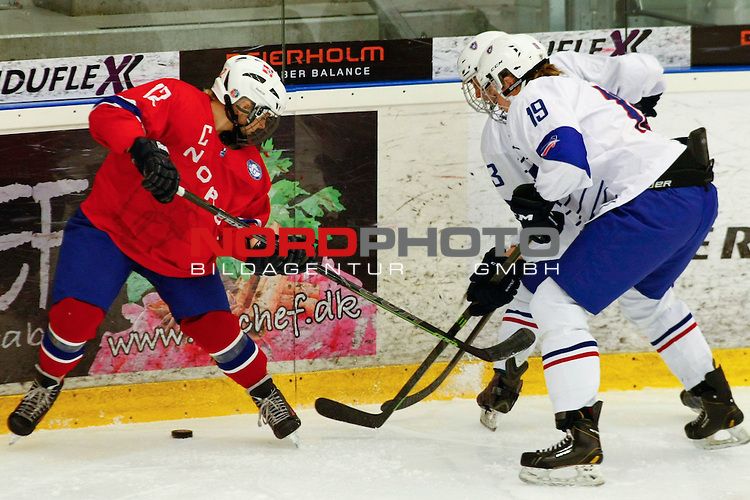 25.03.2016, Aalborg Gigantium, Aalborg, DK, FEH, IIHF WW DivIa, Norwegen vs. Frankreich, im Bild Ingrid Morset (Norway # 12), Soline Fohrer (France # 3) et Lore Baudrit (France # 19)<br /> <br /> Foto &copy; nordphoto / RMG