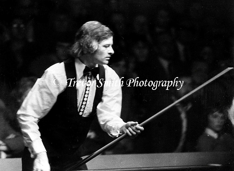 SNOOKER PLAYER ALEX HIGGINS PICTURE IN ACTION DURING THE EARLY 70'S