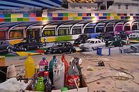 SAO PAULO, SP, 09 DE JULHO DE 2013 – PAINÉL EDUARDO KOBRA NO AEROPORTO DE CONGONHAS: Painél do artista plástico Eduardo Kobra em fase final de execução no corredor de desembarque do Aeroporto de Congonhas, na zona sul de São Paulo.O painél mostra como era a área externa do aeroporto nos anos 50. FOTO: LEVI BIANCO - BRAZIL PHOTO PRESS.