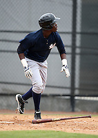 March 25, 2010:  Outfielder Kelvin DeLeon of the New York Yankees organization during a Spring Training game at the Carpenter Complex in Clearwater, FL.  Photo By Mike Janes/Four Seam Images