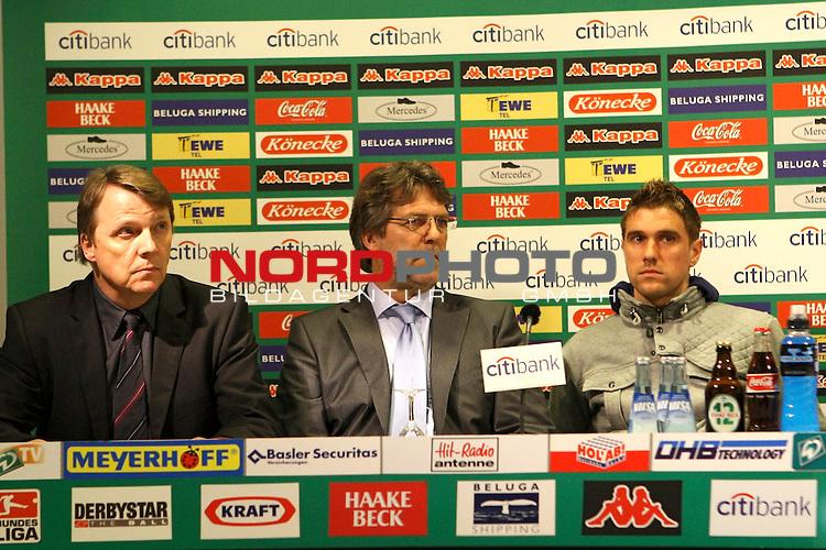 FBL 2007/2008 - Werder Bremen 29.04.2008 PK Klasnic<br /> <br /> Pressekonferenz nach dem Gespr&auml;ch von Ivan Klasnic (#17 CRO Werder Bremen), Matthias Teichner und Klaus-Peter Horndasch (Anw&auml;lte v.l.n.r) und Klaus Allofs (Gesch&auml;ftsf&uuml;hrer Profifu&szlig;ball Werder Bremen), Thomas Schaaf (Trainer / Coach Werder Bremen) und Manfred M&uuml;ller (Gesch&auml;ftsf&uuml;hrer Marketing und Management Werder Bremen).<br /> <br /> Im Bild Matthias Teichner, Klaus-Peter Horndasch und Ivan Klasnic (#17 CRO Werder Bremen).<br /> <br /> <br /> Foto &copy; nph (  nordphoto  )<br /> <br /> *** Local Caption ***