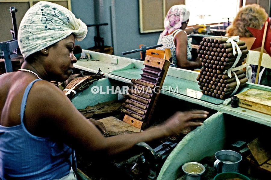 Fábrica de charutos em Havana, Cuba. 1992. Foto de Nair Benedicto.