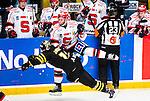 Stockholm 2014-09-11 Ishockey Hockeyallsvenskan AIK - S&ouml;dert&auml;lje SK :  <br /> S&ouml;dert&auml;ljes Robert Carlsson tackar AIK:s Marcus Jonsson <br /> (Foto: Kenta J&ouml;nsson) Nyckelord:  AIK Gnaget Hockeyallsvenskan Allsvenskan Hovet Johanneshovs Isstadion S&ouml;dert&auml;lje SK SSK slagsm&aring;l br&aring;k fight fajt gruff