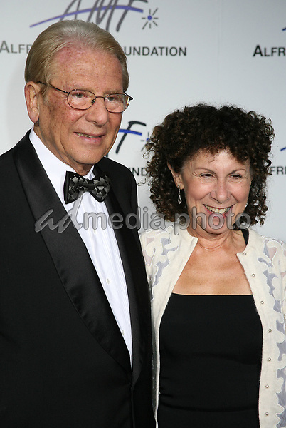 9 September 2006 - Beverly Hills, California. Alfred Mann and Rhea Perlman. 3rd Annual Alfred Mann Foundation Innovation and Inspiration Gala Honoring Richard and Nancy Riordan. Photo Credit: Byron Purvis/AdMedia