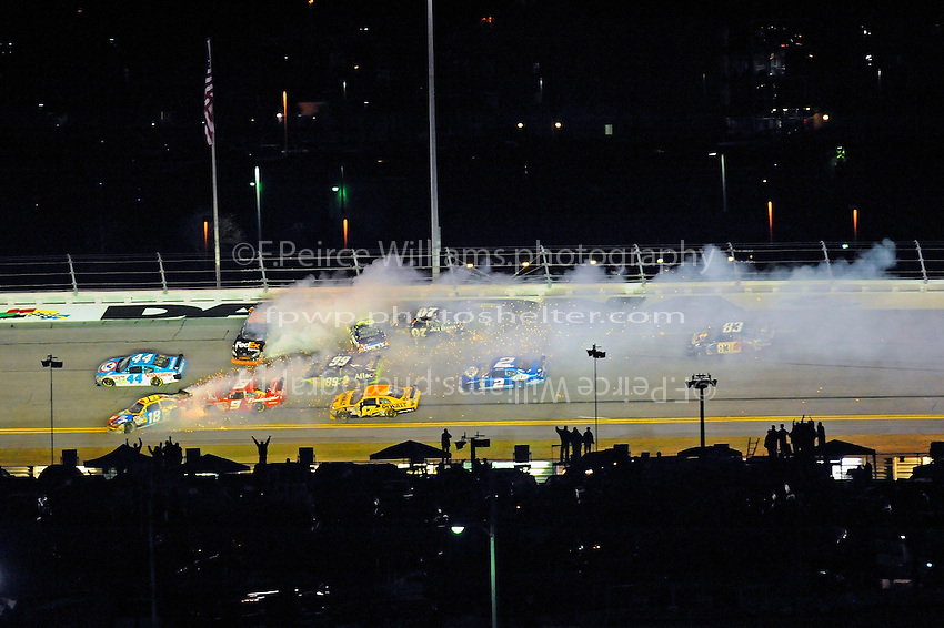 6-7 February  2009, Daytona Beach, Florida USA.Race ending crash..Daytona International Speedway: Bud Shootout.©F.Peirce Williams 2009.F. Peirce Williams.photography