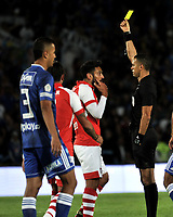 BOGOTÁ-COLOMBIA, 15-01-2020: Carlos Ortega, árbitro muestra tarjeta amarilla a Andrés Pérez de Independiente Santa Fe, durante partido entre Millonarios y el Independiente Santa Fe, por el Torneo ESPN 2020, jugado en el estadio Nemesio Camacho El Campin de la ciudad de Bogota. / Carlos Ortega, referee shows yellow card to Andres Perez of Independiente Santa Fe, during a match between Millonarios and Independiente Santa Fe, for the ESPN Tournament 2020, played at the Nemesio Camacho El Campin stadium in the city of Bogota. Photo: VizzorImage / Luis Ramírez / Staff.
