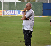 MONTERÍA - COLOMBIA ,28-04-2019:Oscar Upegui director técnico de Jaguares de Córdoba ante  Atlético Bucaramanga durante partido por la fecha 18 de la Liga Águila I 2019 jugado en el estadio Municipal Jaraguay de Montería . /Oscar Upegui coach of XXXXX  Jaguares of Cordoba agaisnt of Atletico Bucaramanga during the match for the date 18 of the Liga Aguila I 2019 played at Municipal Jaraguay Satdium in Monteria City . Photo: VizzorImage / Andrés Felipe López  / Contribuidor.