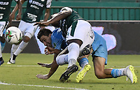 PALMIRA - COLOMBIA, 20-07-2019: Darwin Andrade del Cali disputa el balón con Pablo Bueno de Jaguares durante partido entre Deportivo Cali y Jaguares de Córdoba por la fecha 2 de la Liga Águila II 2019 jugado en el estadio Deportivo Cali de la ciudad de Palmira. / Darwin Andrade of Cali vies for the ball with Pablo Bueno of Jaguares during match between Deportivo Cali and Jaguares de Cordoba for the date 2 as part Aguila League II 2019 played at Deportivo Cali stadium in Palmira city. Photo: VizzorImage / Gabriel Aponte / Staff