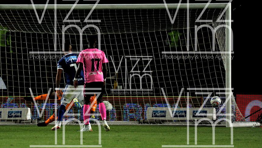 BOGOTÁ - COLOMBIA, 22-07-2018: Wuilker Fariñez, guardavallas de Millonarios, no logra detener el disparo de Felipe Ponce (Fuera de Cuadro), jugador de Boyaca Chico F. C. al anotar gol de su equipo, durante partido de la fecha 1 entre Millonarios y Boyacá Chicó F. C., por la Liga Aguila II-2018, jugado en el estadio Nemesio Camacho El Campin de la ciudad de Bogota. / Wuilker Fariñez, goalkeeper of Millonarios, fails to stop the shoot of Felipe Ponce (Out of Frame), player of Boyaca Chico F. C. the goal of his team, during a match of the 1st date between Millonarios and Boyaca Chico F. C., for the Liga Aguila II-2018 played at the Nemesio Camacho El Campin Stadium in Bogota city, Photo: VizzorImage / Luis Ramirez / Staff.
