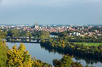 Germany, Bavaria, Upper Palatinate, Regensburg: panorama view with river Danube | Deutschland, Bayern, Oberpfalz, Regensburg: Stadtpanorama mit Donau