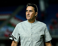 CALI - COLOMBIA, 14-07-2019: Alexandre Guimarães técnico del América gesticula durante partido por la fecha 1 de la Liga Águila II 2019 entre América de Cali y Alianza Petrolera jugado en el estadio Pascual Guerrero de la ciudad de Cali. / Alexandre Guimarães coach of America de Cali gestures during match for the date 1 as part of Aguila League II 2019 between America de Cali and Alianza Petrolera played at Pascual Guerrero stadium in Cali. Photo: VizzorImage / Nelson Rios / Cont
