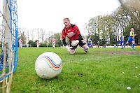 VOETBAL: BOIJL: Sportpark VV Boijl, 29-04-2012, Boijl - De Blesse, 3e klasse B, Keeper Tim van der Aa (#1 De Blesse) ziet de bal in z'n doel nadat Sieger Oost (#9 Boijl) gescoord heeft, Eindstand 2-1, ©foto Martin de Jong