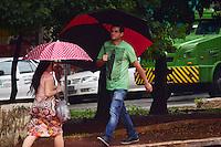 SÃO PAULO,SP - 10.03.2016 - CLIMA-SP - Populares são vistos com guardas-chuvas, na manhã desta quinta-feira (10), na região central de São Paulo. (Foto: Eduardo Carmim/Brazil Photo Press)