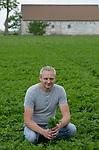 POLAND, Rusiec, herb and spices cultivation and trade / POLEN, Rusiec, Firma Bromex, Vertragsanbau und Handel von Kräutern und Gewuerzen, Vertragsanbau von Petersilie bei Landwirt