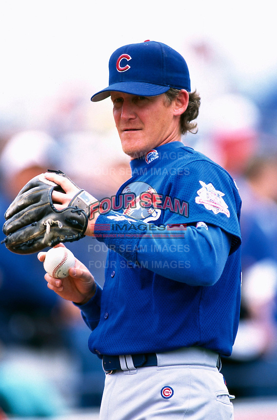 Jeff Blauser of the Chicago Cubs participates in a Major League Baseball Spring Training game during the 1998 season in Phoenix, Arizona. (Larry Goren/Four Seam Images)