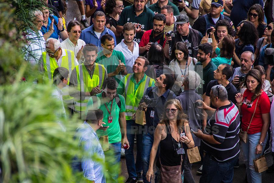 SÃO PAULO,SP, 09.04.2017 -DORIA-SP - O prefeito João Doria participa da conclusão da primeira etapa de instalação do Corredor Verde da avenida 23 de Maio, próximo ao parque do Ibirapuera, zona sul de São Paulo, na tarde deste domingo, 09. (Foto: Danilo Fernandes/Brazil Photo Press)