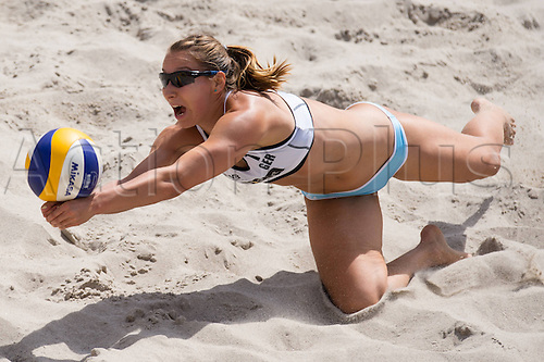 18.06.2014, Berlin, Germany.  Washingtonplatz Beachvolleyball, Berlin smart Grand Slam Abwehr Julia GroBner / Grossner (GER)