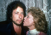 Bob Dylan and Dinah Shore 1982<br /> Photo By Adam Scull/PHOTOlink.net/MediaPunch