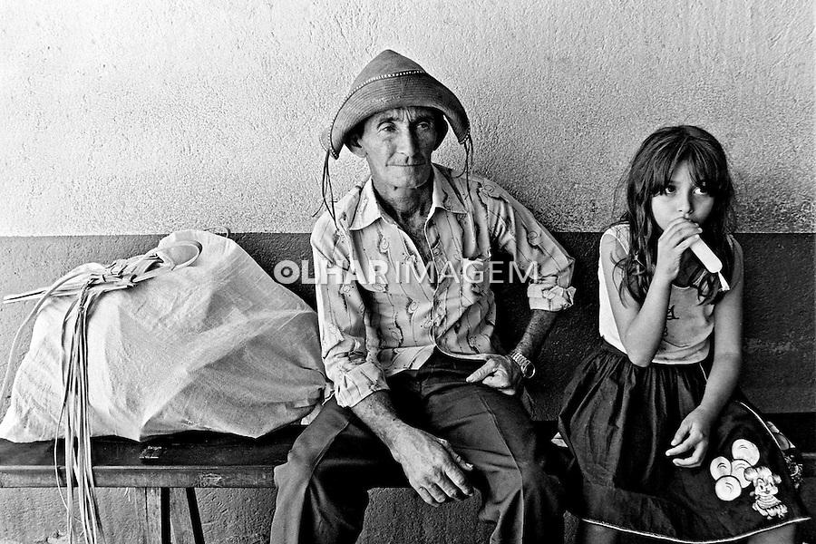 Familia de nordestinos no sertão do Ceará. 1983. Foto de Juca Martins.