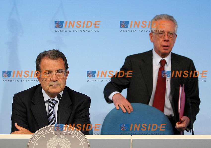 Roma, 31/8/2006 Consiglio dei Ministri. Nella foto il Primo Ministro Romano Prodi e il Ministro dell economia Tommaso Padoa Schioppa.<br /> Photo Samantha Zucchi INSIDE