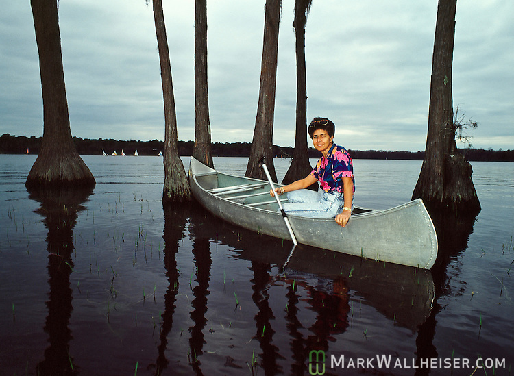 The first female Chief Justice of the Florida Supreme Court, Rosemary Barkett enjoys canoeing in Lake Bradford in Tallahassee, Florida February 20, 1990.  Barkett was appointed to the Florida Supreme Court by Governor Bob Graham in 1985.