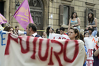 Roma, 26 Maggio 2012.Corteo di studenti, precari e  insegnanti in difesa della scuola pubblica
