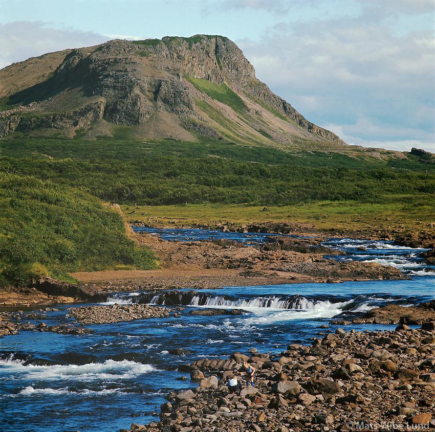 Kálkastaðará, Ytrafellsmúli í baksýni. Dalabyggð áður Fellsstrandarhreppur /.Kalkastadara river and mount Ytrafellsmuli on Fellstrond, Dalabyggd former Fellsstrandarhreppur.