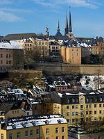 Blick &uuml;ber Grund auf Altstadt mit Kathedrale<br /> , Luxemburg-City, Luxemburg, Europa, UNESCO-Weltkulturerbe<br /> Historic city and cathedral seen from Grund, Luxembourg City, Europe, UNESCO Heritage Site