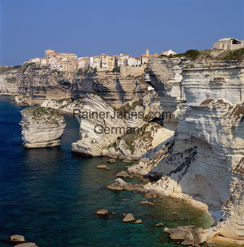 France, Corsica, Bonifacio: View of Town on Jagged Coast Line   Frankreich, Korsika, Bonifacio: Stadt auf den Klippen