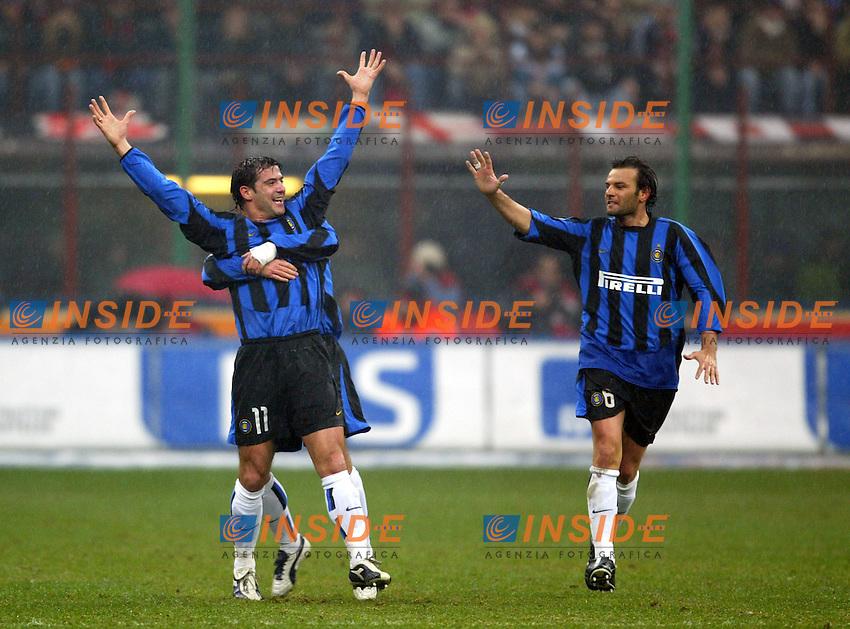Milano 21/2/2004<br /> Milan Inter<br /> L'esultanza di Stankovic, Gonzalez e Zanetti dopo il vantaggio dell'Inter.<br /> Dejan Stankovic, Kili Gonzalez (back) and Cristiano Zanetti celebrate goal of 1-0 for Inter.<br /> Foto Andrea Staccioli Insidefoto