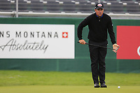 Scott Hend (AUS) lines up his birdie putt on the 18th green during Sunday's fog delayed Round 3 of the 2017 Omega European Masters held at Golf Club Crans-Sur-Sierre, Crans Montana, Switzerland. 10th September 2017.<br /> Picture: Eoin Clarke | Golffile<br /> <br /> <br /> All photos usage must carry mandatory copyright credit (&copy; Golffile | Eoin Clarke)