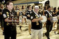 SÃO PAULO, SP, 05 JANEIRO DE 2013 - CARNAVAL 2013 - ENSAIO TECNICO GAVIOES DA FIEL -  ensaio tecnico da Escola de Samba Gavioes da Fiel realizado na noite  desse sabado, 05 no Sambodromo do Anhembi, em Sao Paulo, zona norte da capital. FOTO LOLA OLIVEIRA - BRAZIL PHOTO PRESS