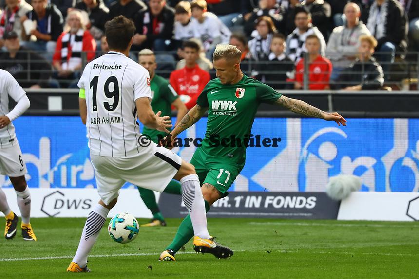 Jonathan Schmid (FC Augsburg) gegen David Abraham (Eintracht Frankfurt) - 16.09.2017: Eintracht Frankfurt vs. FC Augsburg, Commerzbank Arena