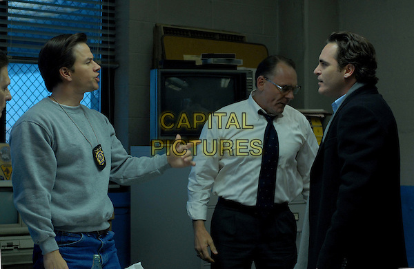 MARK WAHLBERG & JOAQUIN PHOENIX.in We Own the Night .**Editorial Use Only**.CAP/FB.Supplied by Capital Pictures