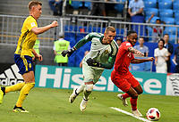 SAMARA - RUSIA, 07-07-2018: Robin OLSEN (GK) (Izq) de Suecia disputa el balón con Raheem STERLING (Der) jugador de Inglaterra durante partido de cuartos de final por la Copa Mundial de la FIFA Rusia 2018 jugado en el estadio Samara Arena en Samara, Rusia. / Robin OLSEN (GK) (L) of Sweden fights the ball with Raheem STERLING (R) player of England during match of quarter final for the FIFA World Cup Russia 2018 played at Samara Arena stadium in Samara, Russia. Photo: VizzorImage / Julian Medina / Cont
