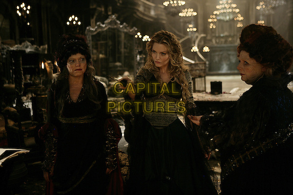 SARAH ALEXANDER, MICHELLE PFEIFFER & JOANNA SCANLAN      .in Stardust   .**Filmstill - Editorial Use Only**.CAP/FB.Supplied by Capital Pictures