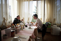 'magnolia rosa' Simon Gerrans (AUS/Orica-GreenEDGE) & teammate Simon Clarke (AUS/Orica-GreenEDGE) are the first riders at the breakfast table, well ahead of their other teammates<br /> <br /> 2015 Giro<br /> stage 2: Albenga - Genova (177km)