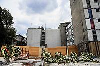 Varias coronas funebres fueron colocadas en Viaducto y Gabriel Mancera de la colonia Del Valle Norte donde se encontraba uno de los edificios colapsados por el terremoto del pasado 19 de septiembre en Ciudad de México. (Foto: Luis Gutierrez /NortePhoto.com)