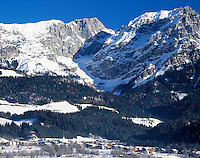 Austria, Tyrol, Kaiserwinkl, Scheffau: Wintersport resort and Wilder Kaiser mountains