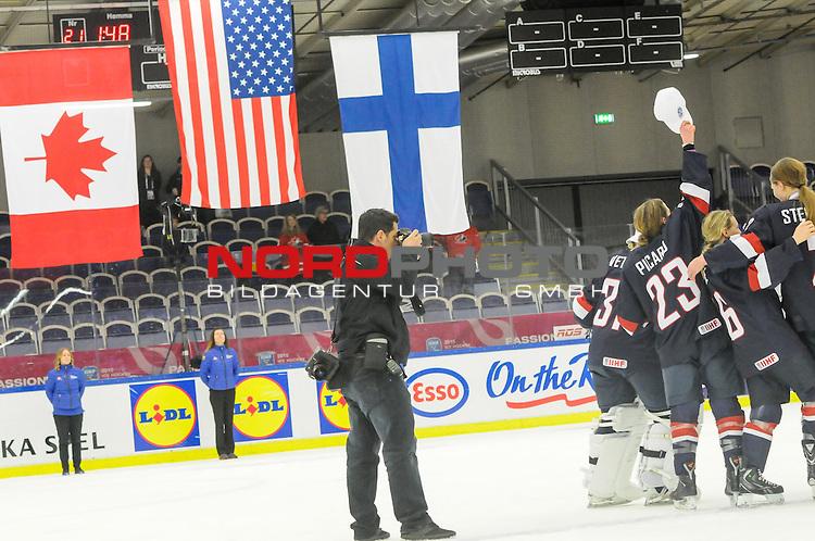 04.04.2015, Malm&ouml; Ishall, Malm&ouml; , SWE, IIHF Eishockey Frauen WM 2015, USA vs Canada (CAN), im Bild, Finale, Team USA gewinnt die Frauen Eishockey WM in Malm&ouml;, Jubel des US Teams<br /> <br /> ***** Attention nur f&uuml;r redaktionelle Berichterstattung *****<br /> <br /> Foto &copy; nordphoto / Hafner