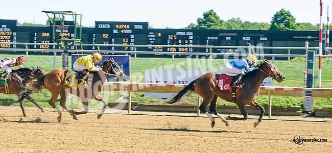 Sweet Kateri winning at Delaware Park on 9/14/15