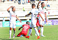 TUNJA -COLOMBIA, 22-02-2015: Carlos Renteria (#26) jugador de  Patriotas FC es fauleado por un jugador de Once Caldas durante partido por la fecha 5 de La Liga Aguila I 2015 jugado en el estadio La Independencia de la ciudad de Tunja. / Carlos Renteria (#26) player of Patriotas FC  is fauled by a player of Once Caldas during the match for the 5th date of La Liga Aguila I 2015 played at La Independence stadium in Tunja . Photo: VizzorImage / Jose Miguel Palencia  / Stringer