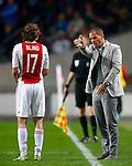 Nederland, Amsterdam, 29 september 2012.Eredivisie .Seizoen 2012-2013.Ajax-FC Twente.Frank de Boer (l.), trainer-coach van Ajax geeft Daley Blind (r.) van Ajax aanwijzingen.