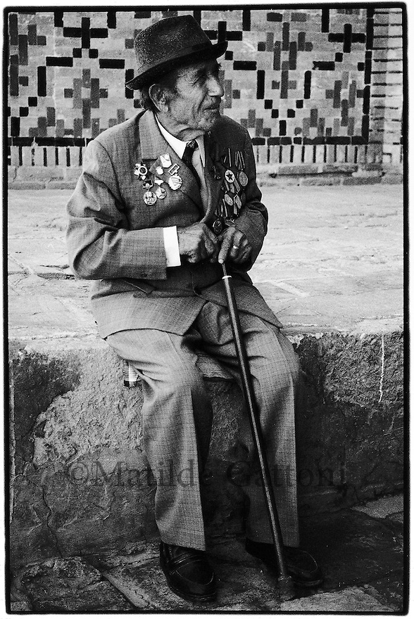 Uzbekistan - Bukhara - Veteran of three Russian wars on the anniversary day of the armistice of the war against Finland (1940).