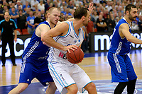 LEEK - Basketbal, Donar - Istanbul BBSK, Europe Cup, seizoen 2018-2019, 17-10-2018,  Donar speler Drago Pasalic met Istanbul BBSK speler Damian Kulig