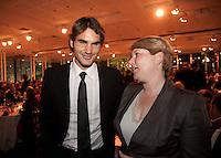 01-06-10, Tennis, France, Paris, Roland Garros, ITF Awasds dinner, KNLTB voorzitter KLarin van Bijleveld in gesprek metr wereldkampioen 2009 Roger Federer