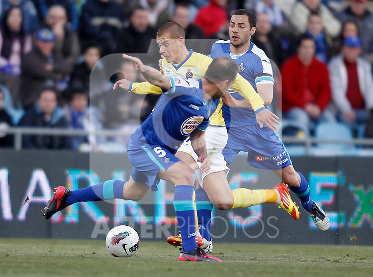 Getafe's Alberto Lopo and Mehdi Lacen against Espanyol's Vladimir Weiss during La Liga Match. February 18, 2012. (ALTERPHOTOS/Alvaro Hernandez)